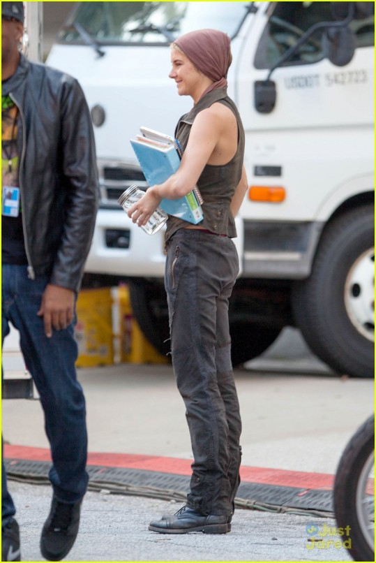 "*EXCLUSIVE* Shailene Woodley starts her week off on the set of ""Insurgent"""
